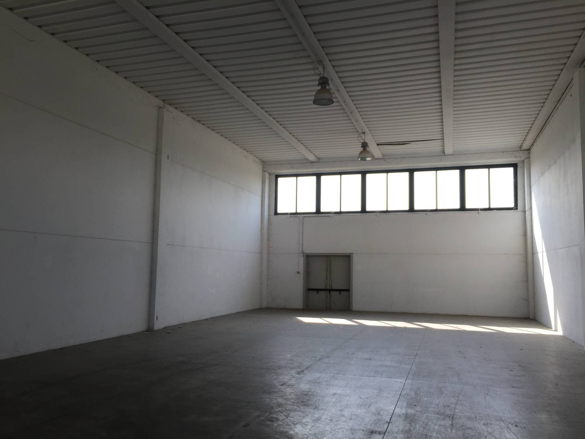 Capannone in vendita a Paese, 9999 locali, zona Zona: Postioma, prezzo € 110.000 | CambioCasa.it