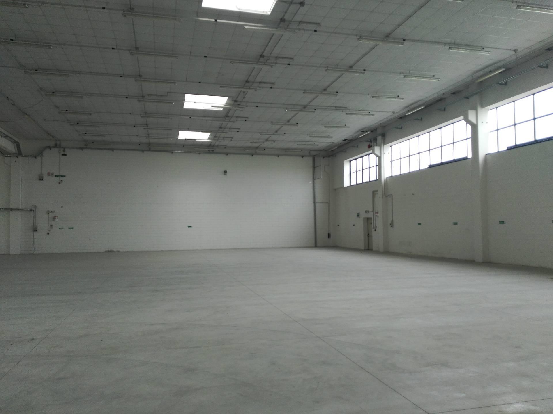Capannone in vendita a Paese, 9999 locali, zona Zona: Postioma, prezzo € 145.000 | CambioCasa.it