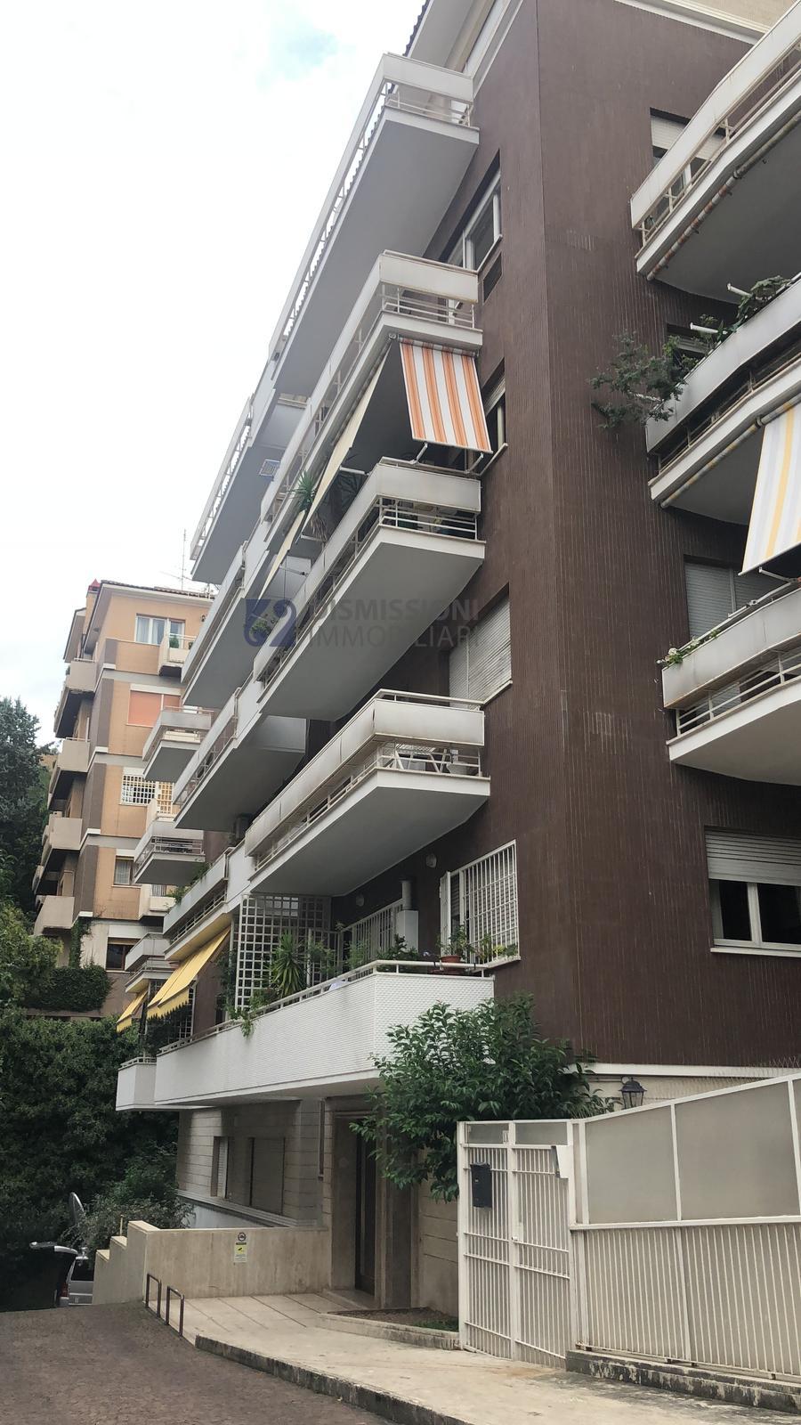 vendita appartamento roma san pietro  250000 euro  3 locali  64 mq