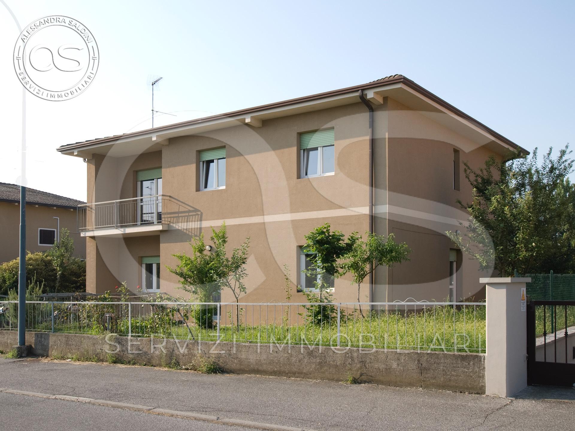 Villa in vendita a Manerbio, 7 locali, prezzo € 230.000 | CambioCasa.it