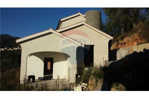 Foto 1 di Villa Giustenice